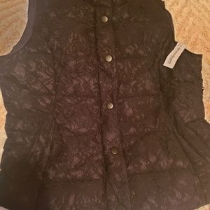 Roz & Ali Black puffer vest with lace overlay